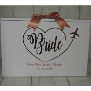 bride box in heart travel box